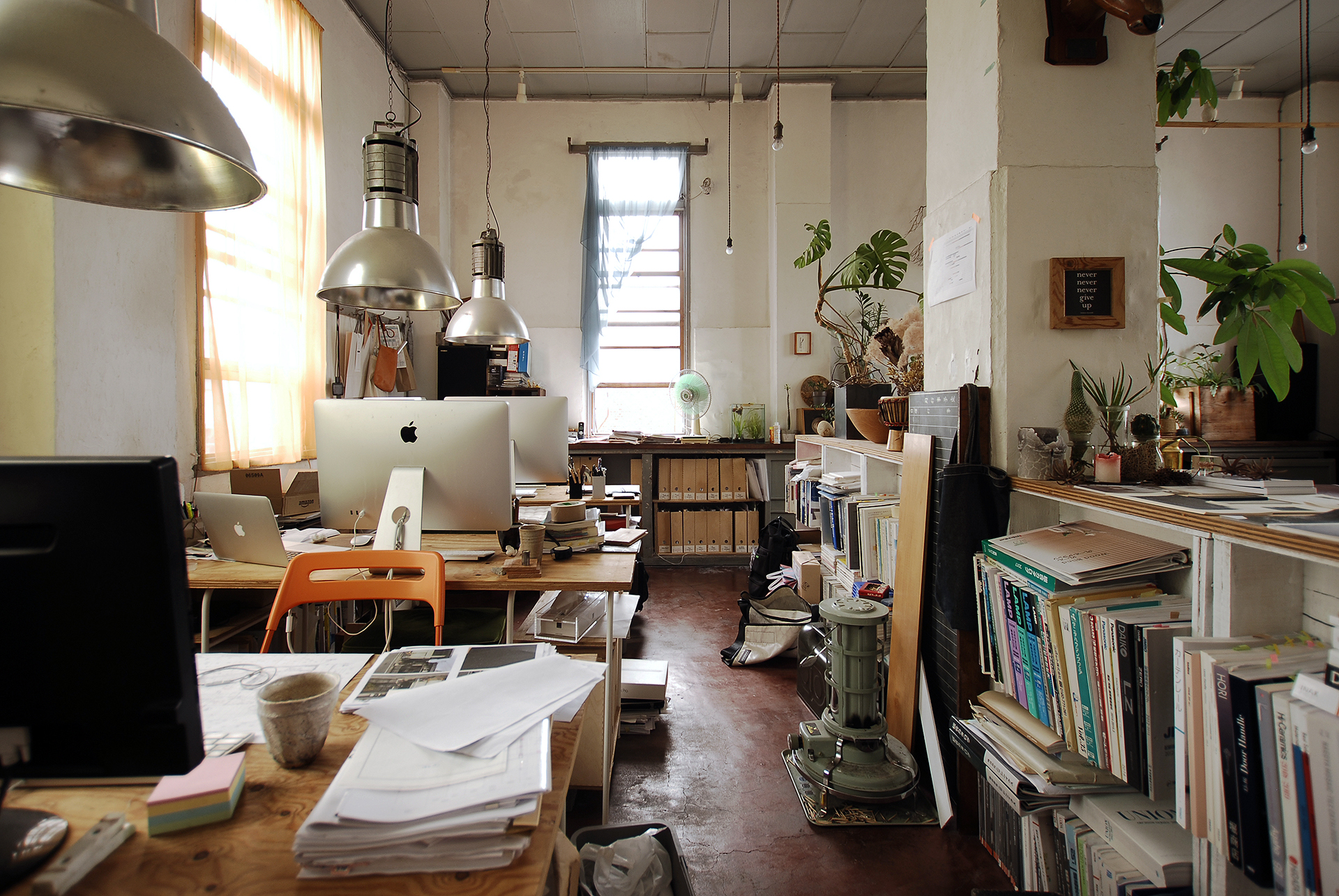 1.事務所の雰囲気2